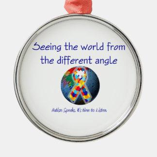 Autismo que vê o mundo do ângulo diferente ornamento redondo cor prata