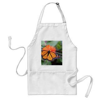 Avental Borboleta de monarca na flor alaranjada
