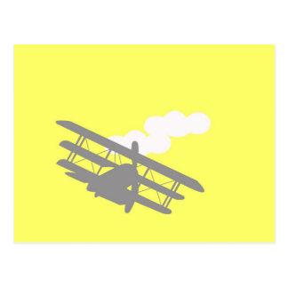 Avião no fundo amarelo liso cartão postal