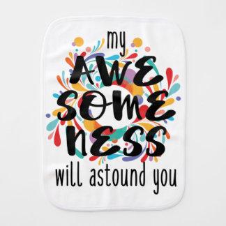 Awesomeness (texto preto) fralda de boca
