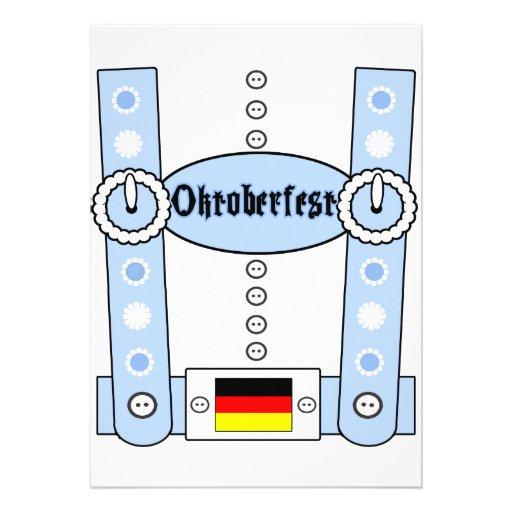 Azul engraçado dos Lederhosen de Oktoberfest Convites Personalizado