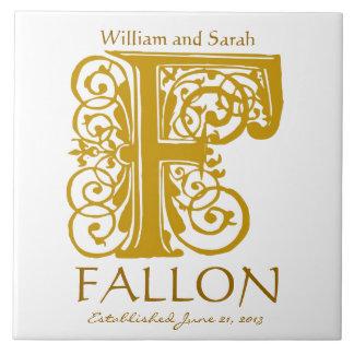 Azulejo De Cerâmica Monograma do ouro de F no branco - nomes que