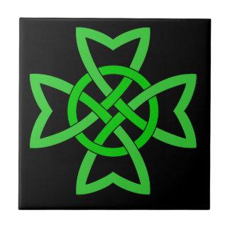 Azulejo De Cerâmica Nó celta verde-claro vibrante no preto