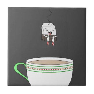 Azulejo De Cerâmica Saquinho de chá que salta no copo do chá