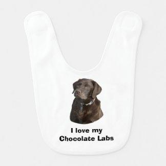 Babador Retrato da foto do cão de Labrador do chocolate