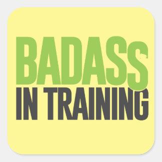 Badass no treinamento adesivo quadrado