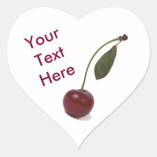 Baga vermelha da cereja e seu texto adesivo coração