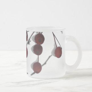 Bagas vermelhas do inverno, 2 caneca de vidro fosco