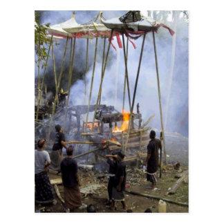 Bali, cerimónia fúnebre do Balinese Cartão Postal