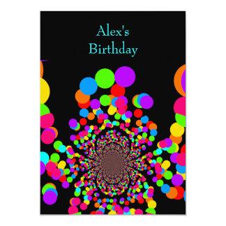 Balões do aniversário do convite no preto