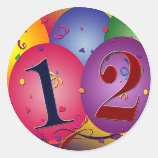 Balões do feliz aniversario - 12o aniversário adesivo redondo