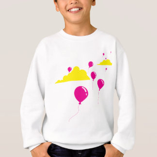 Balões e nuvens coloridos camisetas