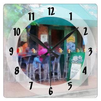 Baltimore - o happy hour abate dentro o ponto relógios de pendurar