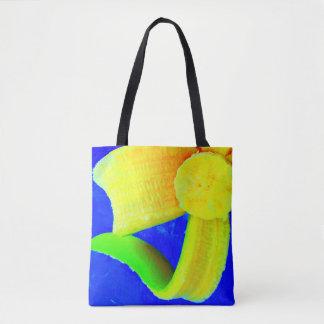 Banana no saco azul do mercado bolsas tote