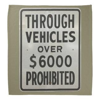 Bandana através dos veículos proibidos
