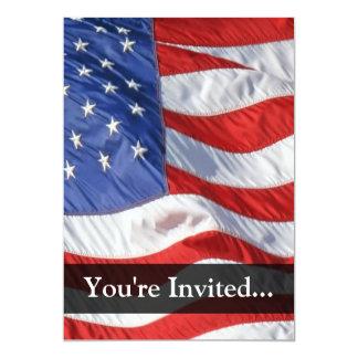 Bandeira americana, acenando no vento convite 12.7 x 17.78cm