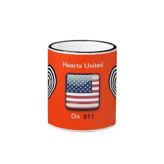 Bandeira americana com os corações unidos vermelho canecas
