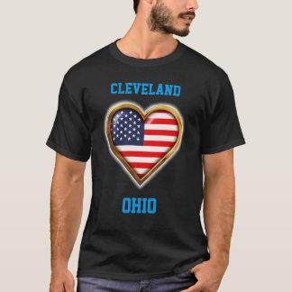 Bandeira americana dada forma coração com alguma camiseta