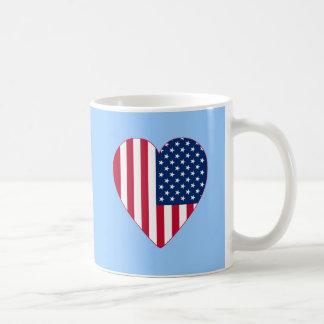 Bandeira americana dentro de um coração grande canecas