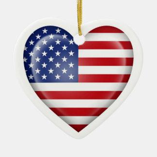 Bandeira americana do coração no branco ornamentos para arvore de natal