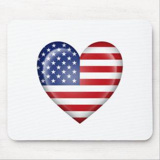 Bandeira americana do coração no branco mouse pad