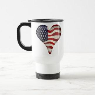 Bandeira americana em um coração caneca térmica