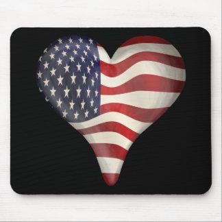 Bandeira americana em um coração mouse pad