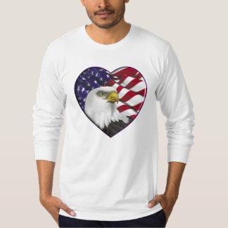 Bandeira americana n Eagle do coração Camiseta