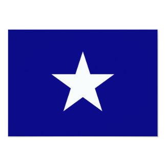 Bandeira azul Bonnie com convite branco solitário