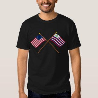 Bandeira de Betsy Ross & bandeira cruzadas do T-shirt