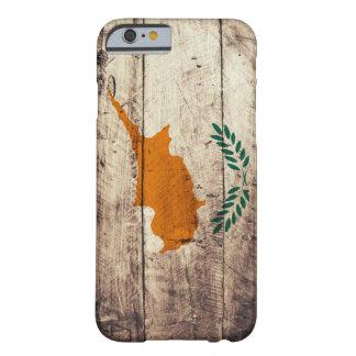 Bandeira de madeira velha de Chipre Capa iPhone 6 Barely There