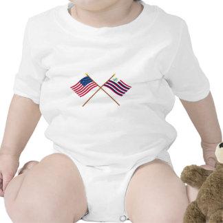 Bandeira dos E U e bandeira cruzadas do marinho d Camiseta