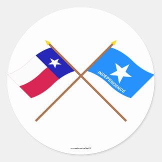 Bandeiras cruzadas da independência de Texas e de Adesivos Em Formato Redondos