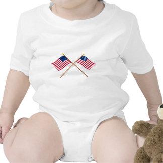 Bandeiras cruzadas de Alliance de Betsy Ross e de  Macacãozinhos Para Bebê