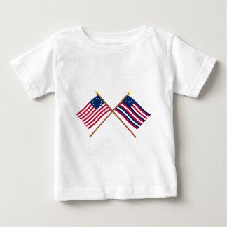 Bandeiras cruzadas de Betsy Ross e de Serapis Tshirts