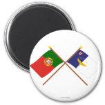 Bandeiras cruzadas de Portugal e dos Açores Imã