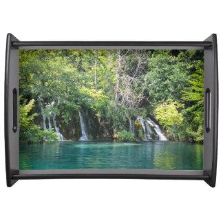 Bandeja Cachoeiras no parque nacional de Plitvice em