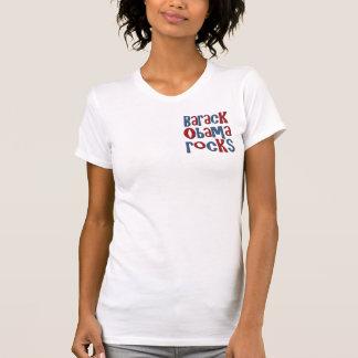 Barack Obama balança camisetas e presentes