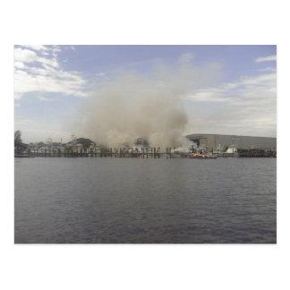 Barco de Sportfishing travado no fogo Cartão Postal