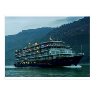 Barco de turista chinês no rio Yangtz Cartão Postal