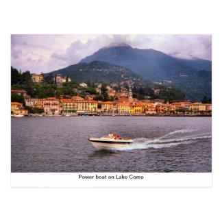 Barco do poder no lago Como Cartão Postal