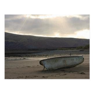 Barco na praia cartão postal