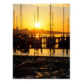 Barcos do nascer do sol cartão postal