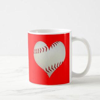 Basebol americano em uma forma do coração caneca