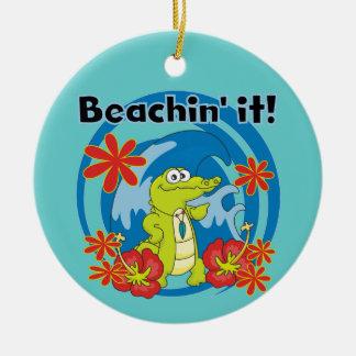 Beachin ele t-shirt e presentes ornamento de cerâmica redondo