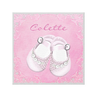 Bebé cor-de-rosa e cinzento bonito dos calçados de