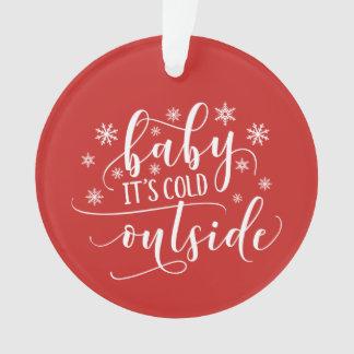 Bebê é ornamento cerâmico exterior frio do feriado
