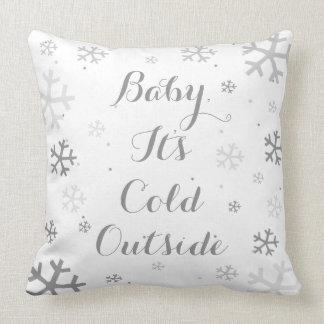 Bebê, é travesseiro exterior frio do feriado do almofada