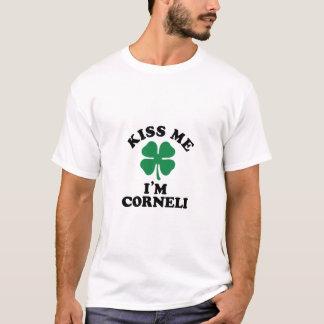 Beije-me, Im CORNELI T-shirt