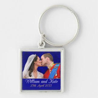 Beijo real do casamento de William e de Kate Chaveiro Quadrado Na Cor Prata